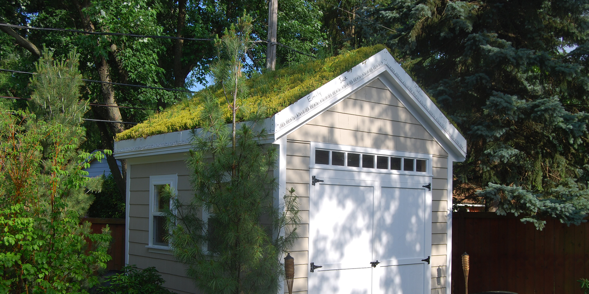 Great This Custom Green Roof Is A Perfect Example Of Green Roof Solutionsu0027  Capabilities. We Created Custom Edging, Including Our Distinctive Grass  Blade ...